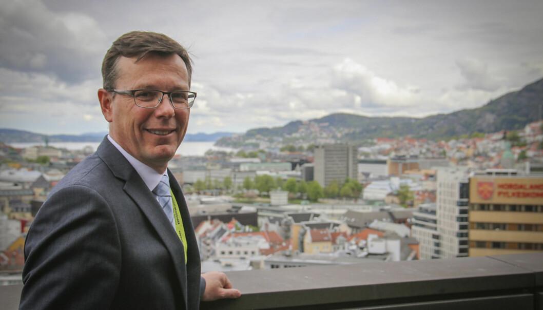 Dag Rune Olsen skuer utover byen. 2014.
