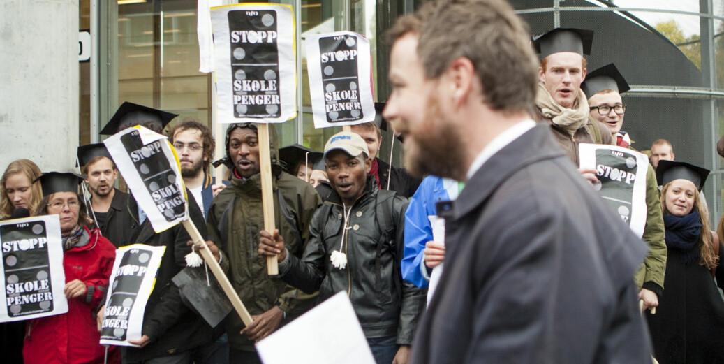 Studenter som demonstrerer mot forrige kunnskapsminister Torbjørn Røe Isaksens forslag om skolepenger i 2014. Foto: Wanda Natalie Nordstrøm