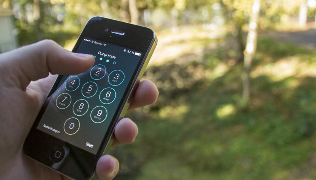 Norsk senter for informasjonssikring (NorSIS) anbefalar nordmenn blant anna å ha passordbeskyttelse på mobilen, som ein del avSikkerheitsmånaden. Foto: Tommy Alvestad Wiik
