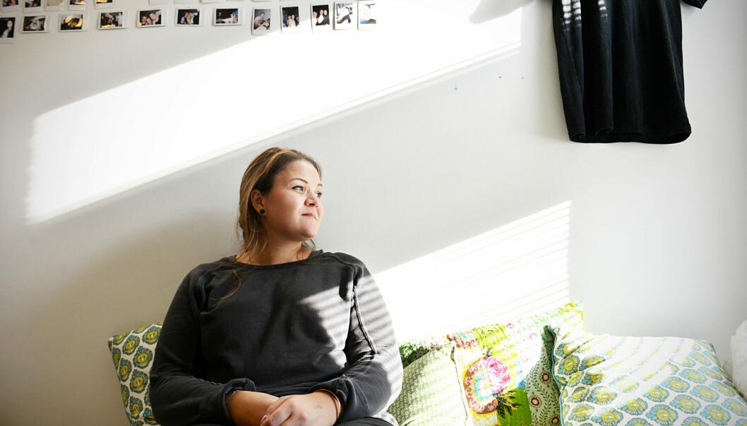 Siri Hardeland (23) har bodd i SiO-bolig i to år, men vil ikke anbefale andre studenter å flytte dit, blant annet på grunn av kontraktsystemet de bruker vedutleie. Foto: Cicilie S. Andersen