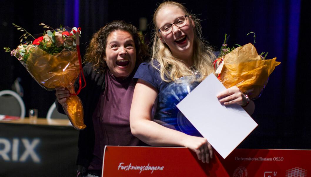 Så glad blir man når man vinner delfinale i Forsker Grand Prix, HiOA-forsker Elisabeth Wiken Telenius og Siv Gundorsen Aalbergsjø fra Fysisk institutt, Universitetet iOslo. Foto: Wanda Nathalie Nordstrøm