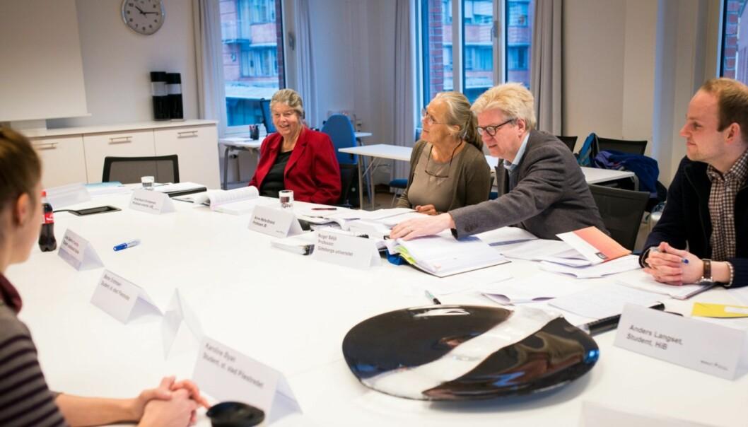 Her er NOKUTs komitè som har evaluert kvalitetssikringssystemet ved Høgskolen i Oslo og Akershus, på deres første møte med høgskolen  i februar i år. Professor Roger Säljä (med briller) har ledet den sakkyndige komitèen som gir HiOA stryk påkvalitetsarbeidet.