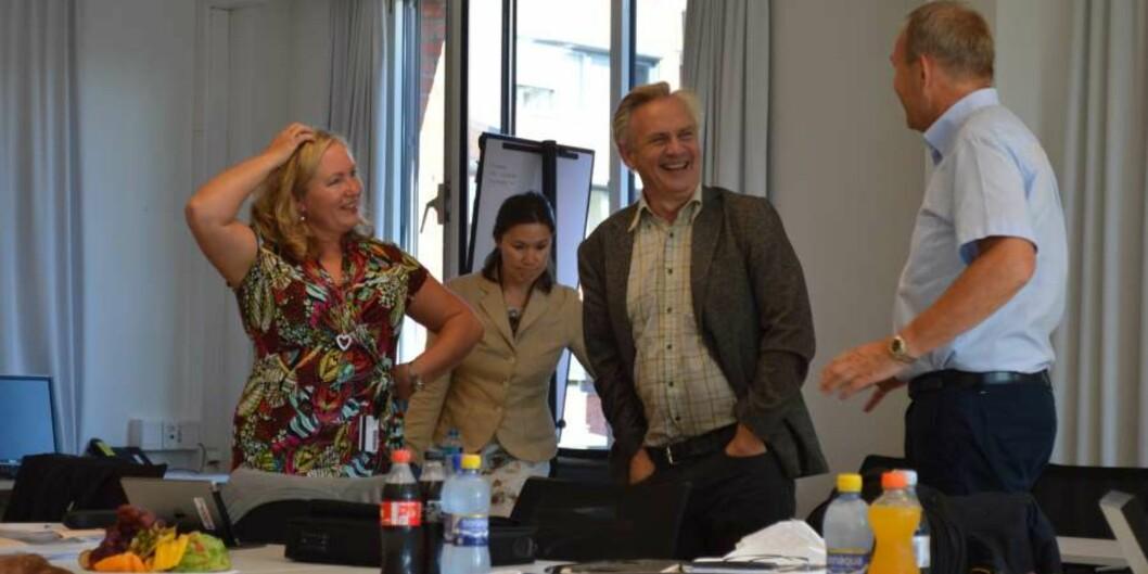 Høgskoledirektør Ann Elisabeth Wedø i samtale med Vidar Sannehaugen og Gunnar Melgaard før styremøtet startet idag.