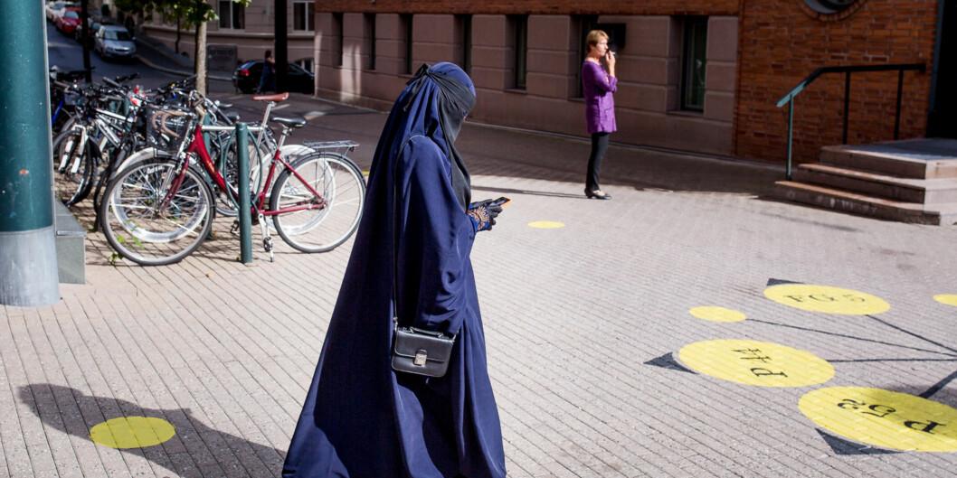 Bioingeniørstudent Alla Ahmadi (23) ved Høgskolen i Oslo og Akershus begynte med niqab for ett år siden og føler at det er riktig forhenne. Foto: Eskil Wie