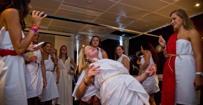 Pent og pyntelig vorspiel før årets togaparty ved HiOA