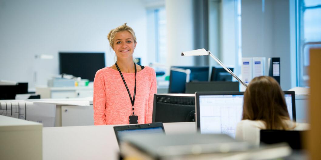 Nora Holand studerer til å bli ingeniør og har relevant sommerjobb på Multiconsult. Hun jobber med prosjekteringen av det nye Munchmuseet iBjørvika. Foto: Skjalg Bøhmer Vold