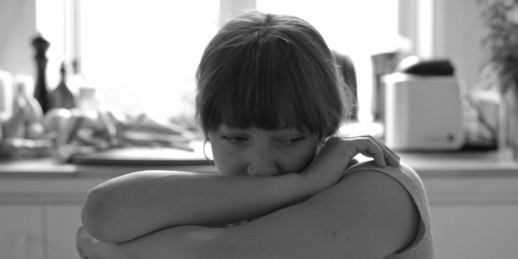Det er så en føler at en sitter på den andre siden av det samme kjøkkenbordet, skriver Khronos anmelder, og mener hovedrolleinnehaver Andrea Bræin Hovig spiller rollen på en måte som gjør det umulig å ikke engasjere seg. Foto:Arthaus