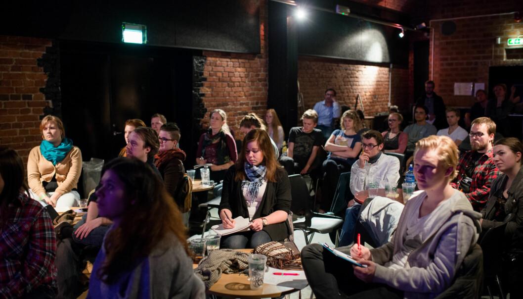 Nye studentforeningsmedlemmer var samlet til kurs, øl og pizza på Samfunnet Bislet, tirsdag 13.mai. Foto: Skjalg Bøhmer Vold