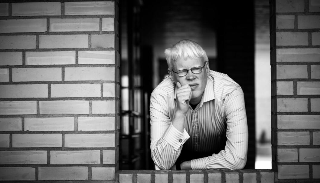 — Jeg liker ikke å bli kalt albino, sier prorektor Frode Eika Sandnes som er født medalbinisme. Foto: Skjalg Bøhmer Vold