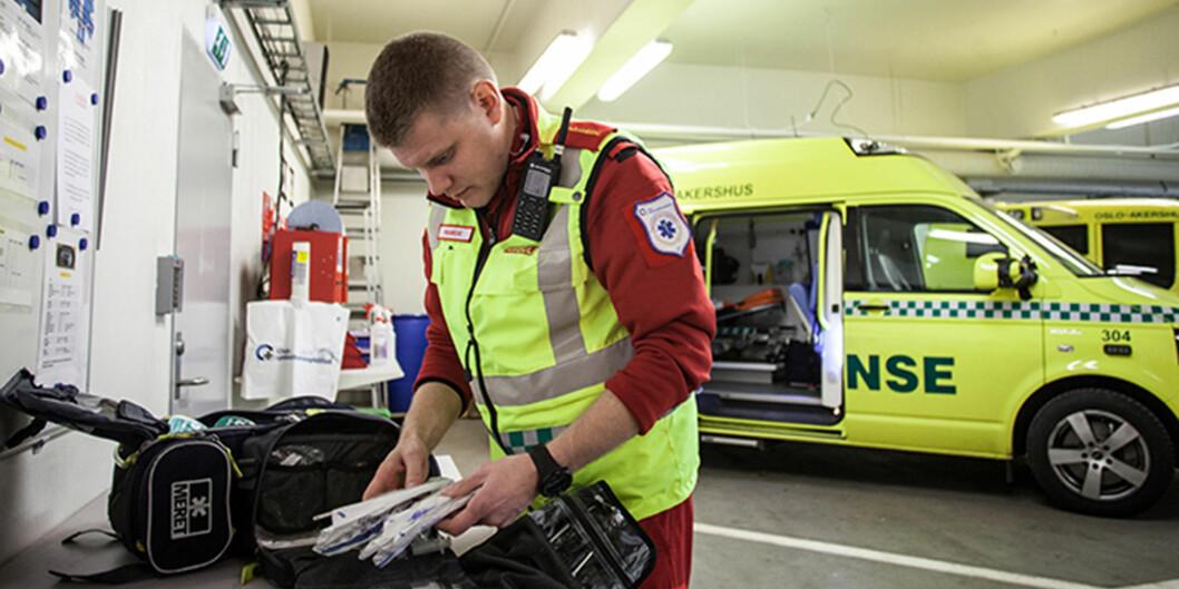 Det nye bachelorstudiet i paramedic ved Høgskolen i Oslo og Akershus er poulært. Her er paramedic Bård Erik Nilsson i arbeid. Foto: HiOA/AlejandroDecap