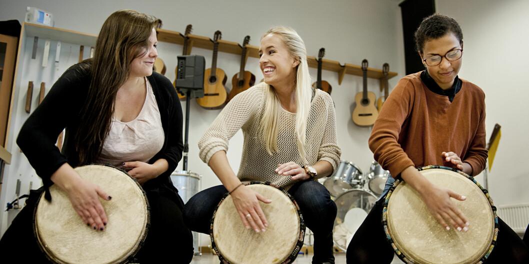 Studenter på barnehagelærerutdanningen på Høgskolen i Oslo og Akershus har musikkundervisning. Nå blir det foreslått at de skal kunne bli barnehagelektor, hvis de tarmaster. Foto: Benjamin A. Ward / HiOA