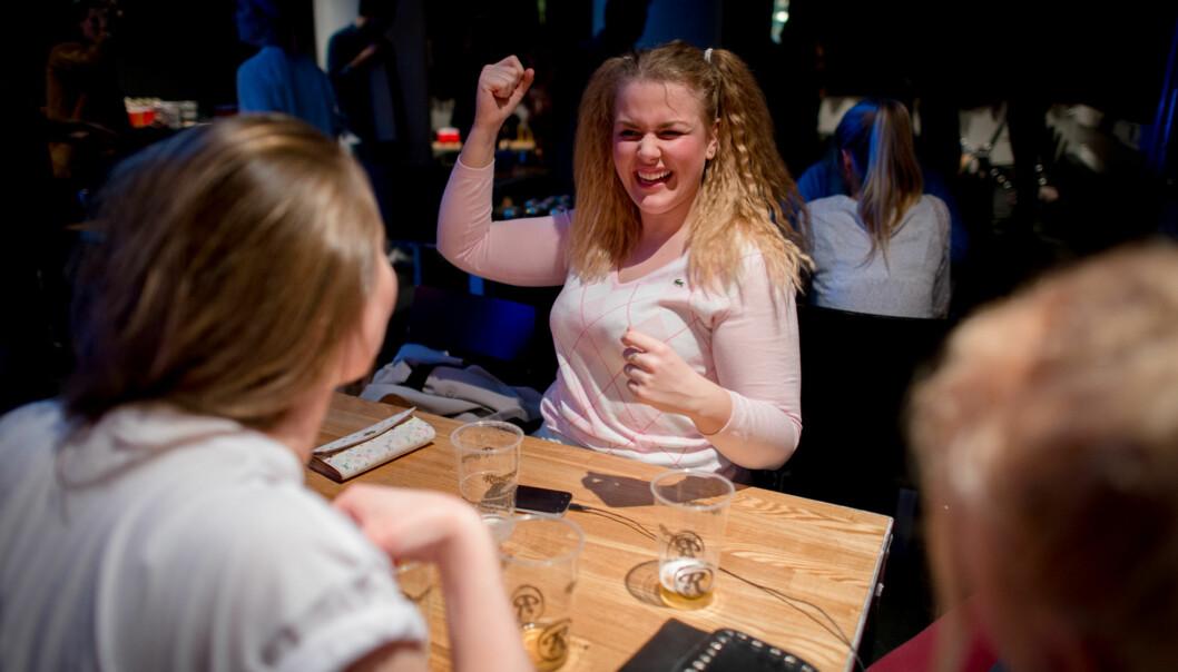 SAMKroa tilbyr halvlitere for 35 kr. Studentene er godt fornøyd medtilbudet. Foto: Skjalg Bøhmer Vold