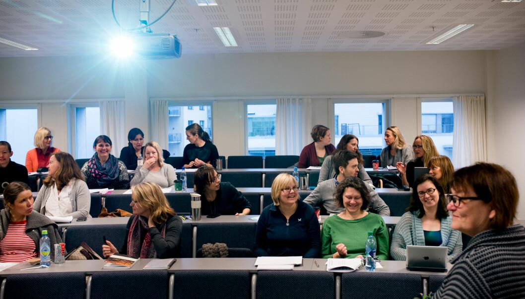 Masterstudiet i styring og ledelse er et av de mest populære på HiOA. I år er det 141 søkere til de 30 studieplassene, som tilbys på deltid. Førsteamanuensis Inger Marie Stigen underviser her fjoråretskull.