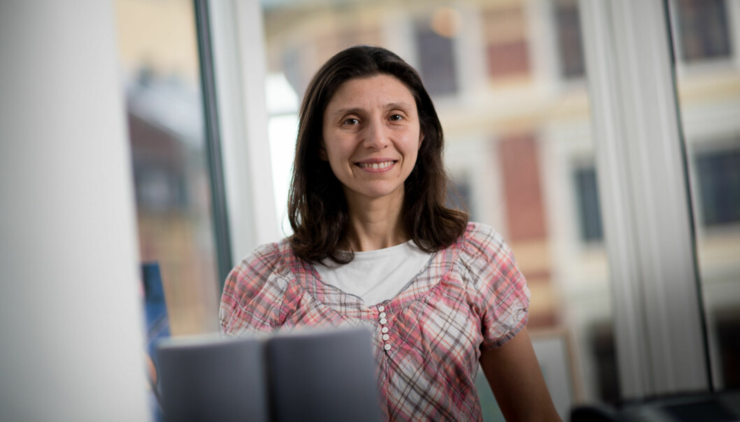 Laurence Habib, leder ved Institutt for informasjonsteknologi, vil ha flere jenter tilteknologifagene. Foto: Skjalg Bøhmer Vold
