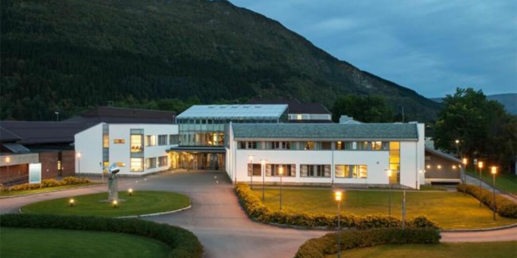 Den tidligere Høgskolen i Nesna, nå studiested Nesna ved det fusjonerte Nord universitet, har økning i søkertallene til lærerutdanningene sine i år. Foto: Høgskolen i Nesna
