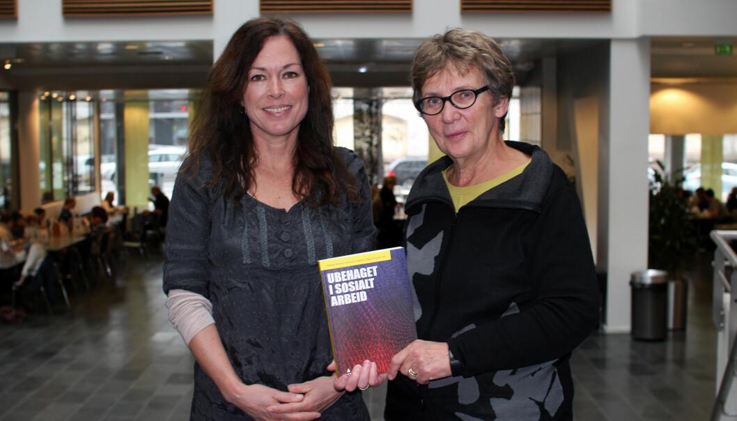 Signe Ylvisaker og Anbjørg Ohnstad er to av tre redaktører bak boken <>. Forlaget forteller om gode salgstall på korttid. Foto: Nora Hvistendal Evensmo