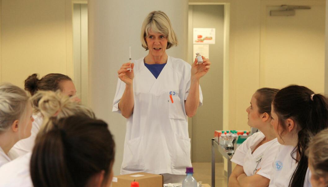 Eksamen i legemiddelregning for sykepleiestudentene er flyttet fra første til andre år i studiet, og strykprosenten er på veined. Foto: Marit Christiansen/HiOA