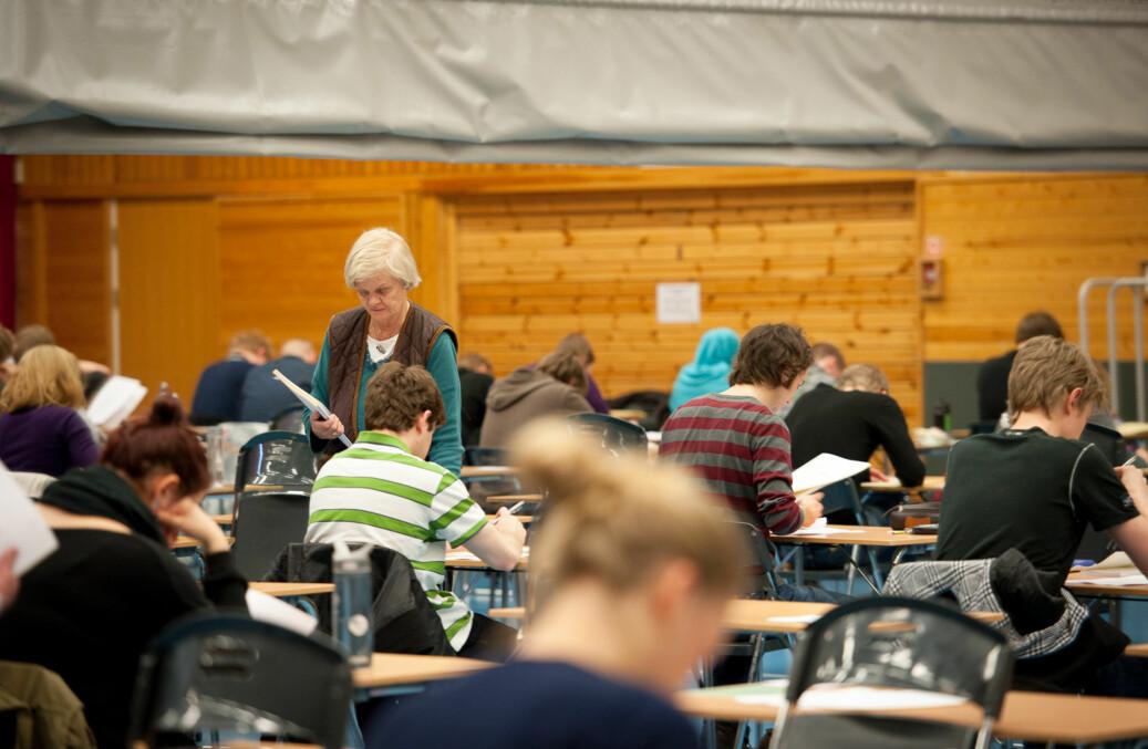 Nå må BI-studenter ta eksamen med penn og papir. Foto: Skjalg Bøhmer Vold