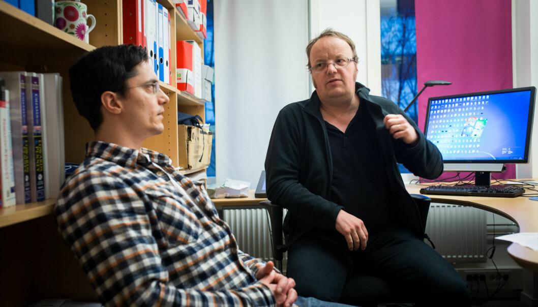 Matematikkprofessor Lars Tuset (t.h.) og førsteamanuensis Simen Bræck representerer gruppen realfagsansatte ved ingeniørutdanningene som mener at det realfaglige kompetansenivået ved fakultetet er i ferd med å blialarmerende.
