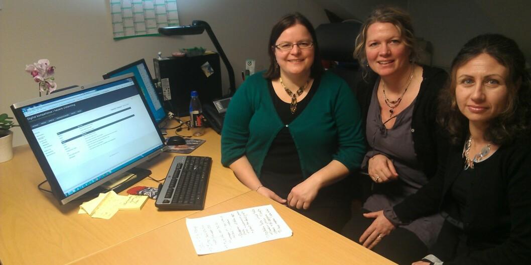 """Vibeke Bjarnø, Tonje Hilde Giæver og Louise Mifsund står i spissen for det som blir høgskolens første <span class=""""caps"""">MOOC</span>, 30 studiepoengskurs i digital kompetanse beregnet på lærere oglærerstudenter. Foto: Eva Tønnessen"""