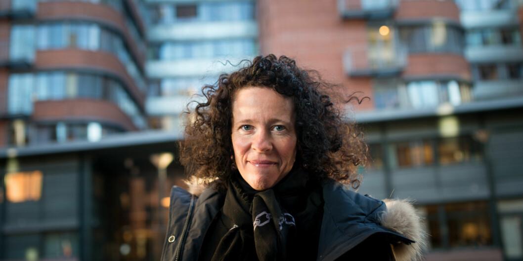 Eiendomsdirektør Mariann Hole, utenfor et annet bygg høgskolen etterhvert skal overta, Pilestredet 50, der Riksrevisjonen holdertil. Foto: Skjalg Bøhmer Vold