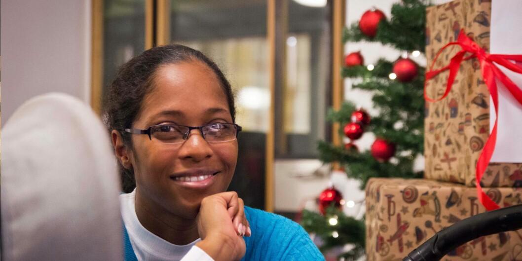 Kim Pierre (35) fra Republikken Trinidad og Tobago vil veldig gjerne oppleve hvordan nordmenn feirer jul og tar gjerne imot en invitasjon i løpet av juleferien. Hun tar en master i Early Childhood Education and Care påHiOA. Foto: Ismail Yasir Özkan