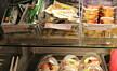 Kutter kjøtt og fisk i kantiner for å bli klimanøytrale