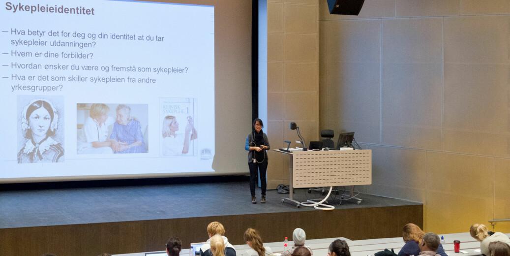 ProfessorArild Raaheim spør om det er så lurt å etterkomme et ønske om å filme og legge forelesninger ut på nett? Foto: HiOA