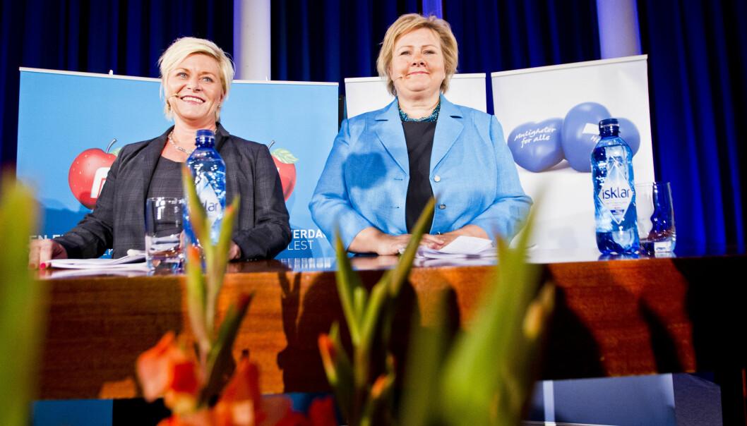 Høyreleder Erna Solberg og Frp-leder Siv Jensen presenterte en regjeringsplattform på Sundvolden mandagkveld. Foto: NTB scanpix