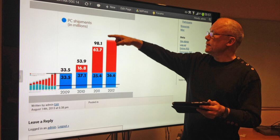 """Dosent Helge Høivik har stor tro på betydningen for utvikling av nettbasert læring når Google trer inn på <span class=""""caps"""">MOOC</span>-markedet gjennom etableringen av <span class=""""caps"""">MOOC</span>.org. Foto: Eva Tønnessen"""