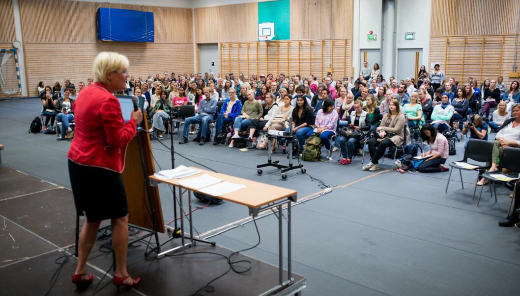 Ved studiestart møtte de nye barnehagelærerstudentene en engasjert kunnskapsminister, Kristin Halvorsen. Flere enn normalt henger fortsatt med på studiene, en måned etterstudiestart. Foto: Skjalg Bøhmer Vold