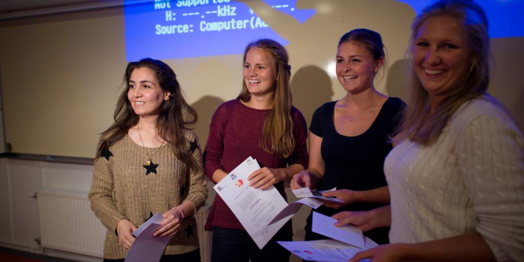 Fedia Kareem, Dorthe Schiørbeck, Jet Opbroek og Kaja Hauge Johansen vant førsteprisen på årets Innovation Camp på helsefag. Cesilie Friise var også med i vinnergruppa.