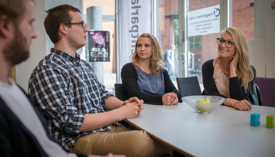 Philip Stampe (t.v), Torbjørn Jonassen, Eline Stølan og Suzanne Nordgård ønsker å gjøre noe slik at færre nye studenter som begynner på høgskolen slutter etter korttid. Foto: Skjalg Bøhmer Vold