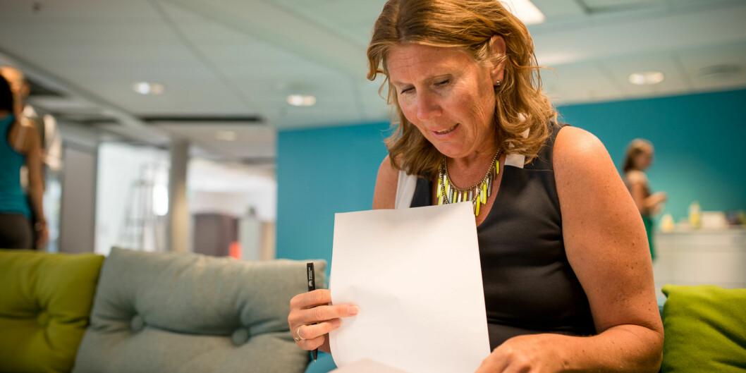 Studiedirektør Marianne Brattland og prorektor Olgunn Ransedokken lanserer nytt kvalitetssystem forhøgskolen. Foto: Skjalg Bøhmer Vold