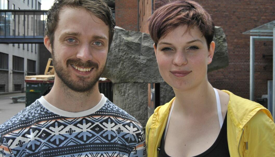 Viktor Johansson, førsteårsstudent på lærerutdanningen, og Kine Nossen, studentrepresentant på fakultetet, er delvis enig med ledelsen på utdanninga om at opplegget rundt matteundervisningen er blittbedre. Foto: Maria Randahl