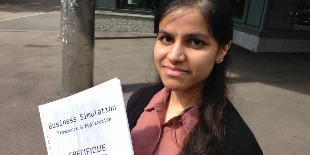 Årets beste dataingeniørstudent: Adeela Afzal. Hun er dermed første kvinne som har oppnådd denneutmerkelsen. Foto: Eva Tønnessen