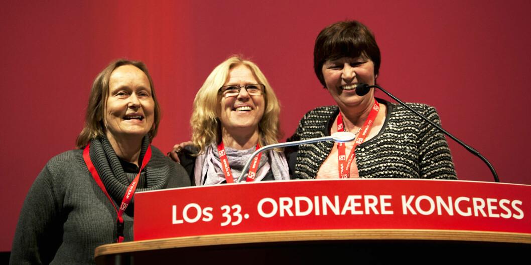 """Tidligere i våres mottok Inger Vagle og Ellen Møller, begge høgskolelektorer på HiOA, <span class=""""caps"""">LO</span>s likestillingspris. Prisutdeler var nyvalgt <span class=""""caps"""">LO</span>-leder GerdKristiansen. Foto: Anne Garvoll/LO"""
