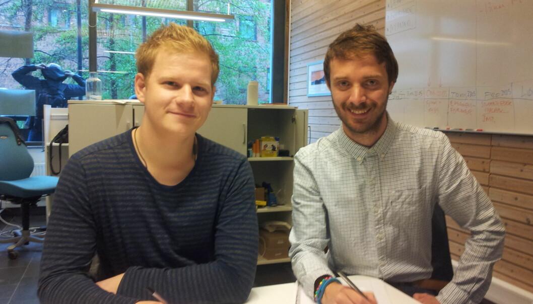 Penn og papir er ikke arbeidsverktøy man møter mye av i arbeidslivet, mener studentene Mikkel Brattset Oddum (t.v.) og ViktorJohansson. Foto: Hege Larsen