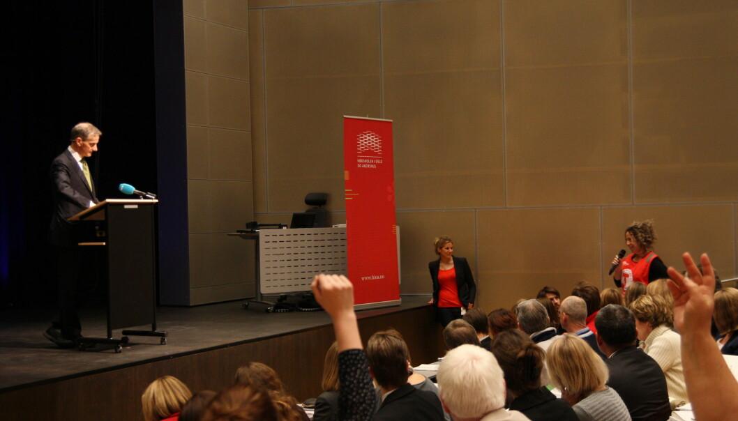 Engasjert Jonas Gahr Støre om folkehelse på høgskolenfredag. Foto: Marit Christiansen/HiOA
