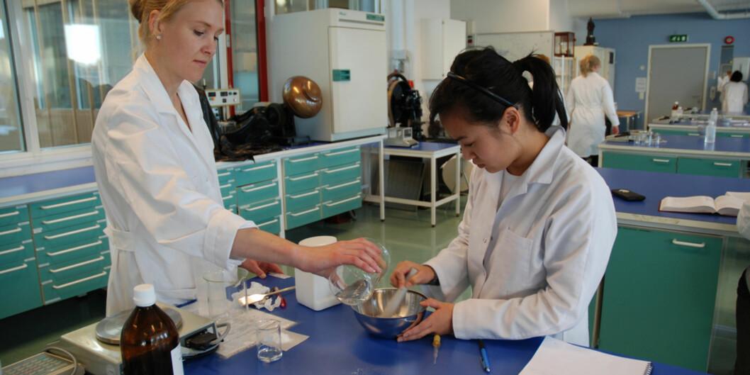 <p>Norges Farmaceutiske Forening håper og trur at fleire farmasøytar med bachelorgrad vil ta master i farmasi etter omlegginga til3-2-modellen.</p> Foto: Janne Veirud/HiOA