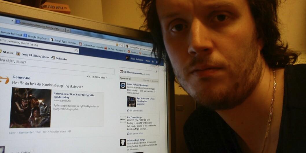 — Det har hendt ved flere anledninger at jeg har sjekket facebook under kjedelige forelesninger, sier masterstudent StianBuhagen. Foto: Erik Eikedalen