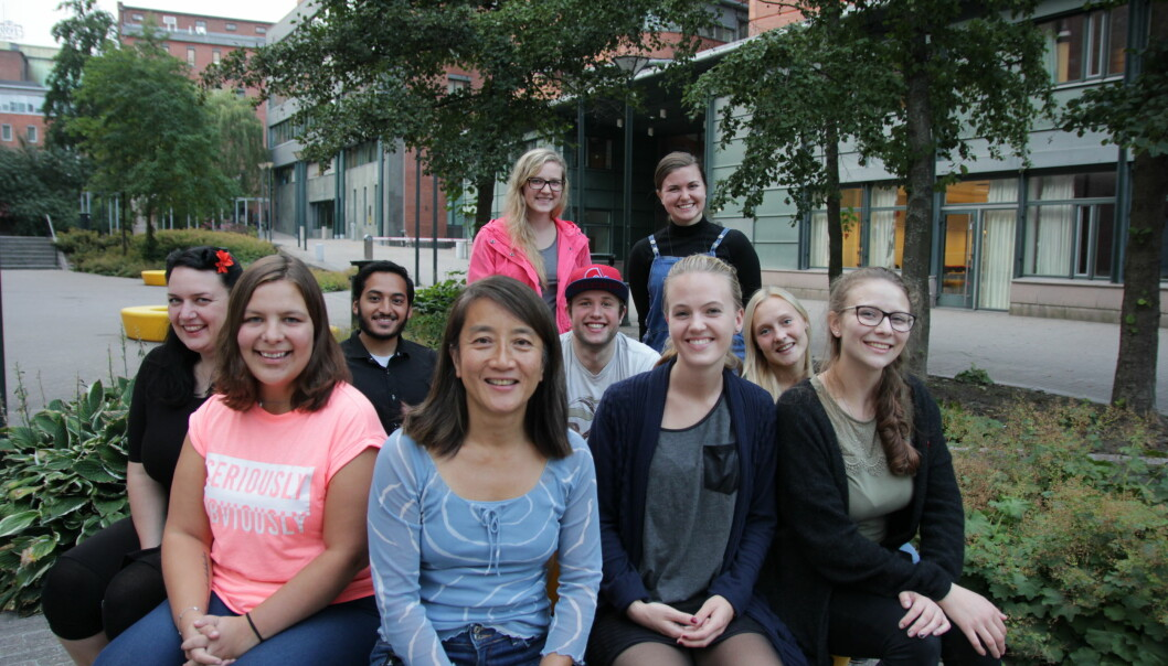 Grethe Moen Johansen (i midten) sammen med studenter.