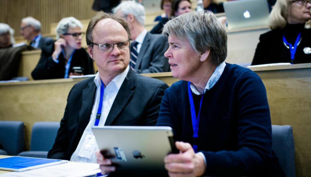 Rektor Frank Reichert og direktør Seunn Smith-Tønnessen ved Universitetet i Agder. Foto: Henriette Dæhlie