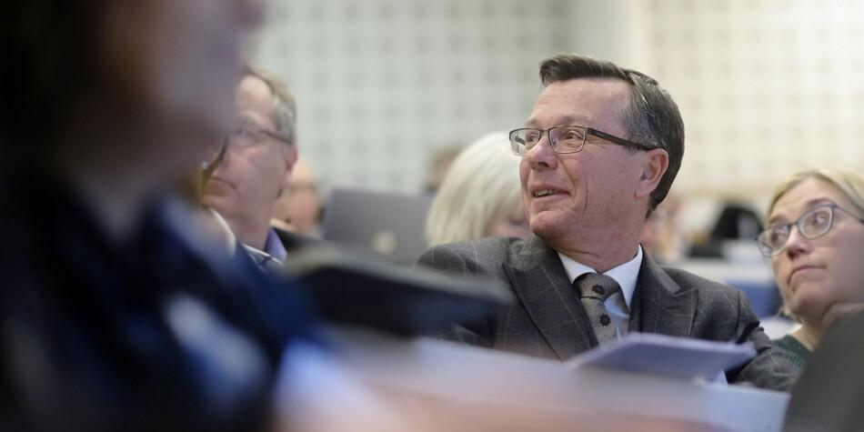 Professor Noralv Veggeland har et snevert syn på forskning, mener UiB-rektor Dag Rune Olsen. Foto: Ketil Blom Haugstulen