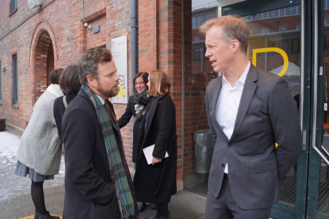 Rektor Curt Rice med statsråd Torbjørn Røe Isaksen på besøk på HiOA.