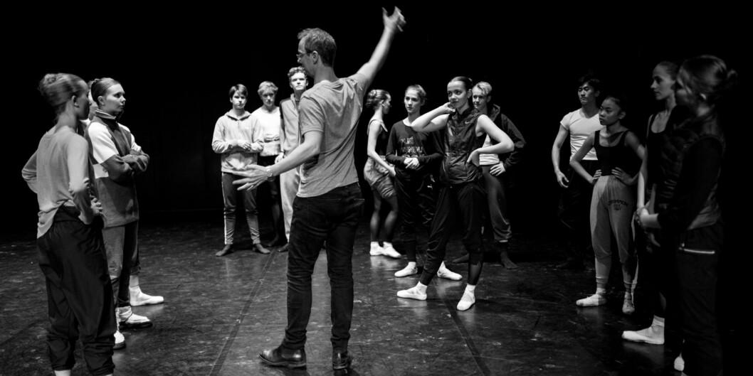 Kunsthøgskolen i Oslo holder høyt internasjonalt nivå, ifølge NOKUT. Her underviser programansvarlig for klassisk ballett John Magnus Johansen på balletthøgskolen. Foto: Skjalg Bøhmer Vold