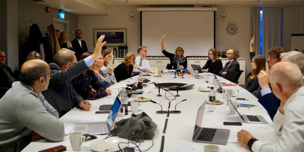 Her stemmes det for OsloMet - Storbyuniversitetet: 6 for og 5 mot i høgskolens styre i dag. Foto: Øystein Fimland