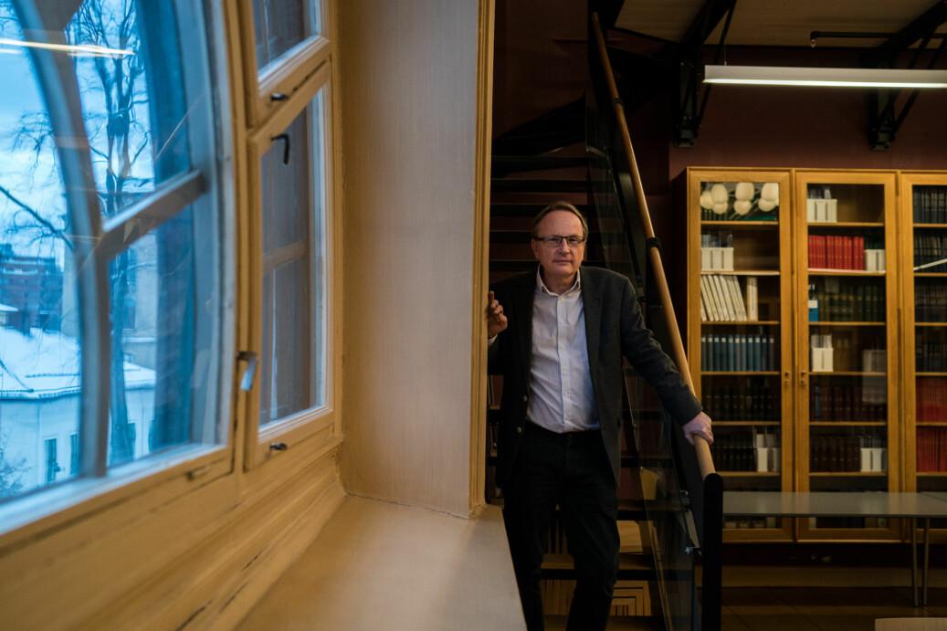 Dekan Dag Michalsen ved Det juridiske fakultet ved Universitetet i Oslo sier at plikten til å undervise og forske alltid kommer før sidegjøremål.