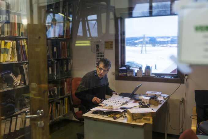 Høgskolelektor Gunnar Øiestad har ingen lyst til å flytte fra Blæstad.