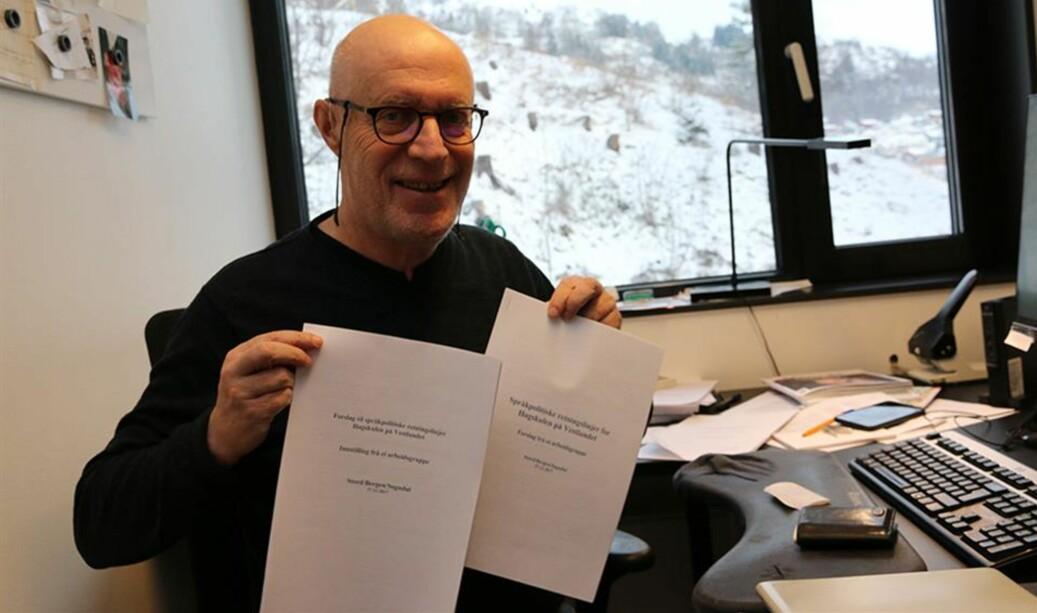 Seniorrådgjevar Georg Arnestad har leia arbeidsgruppa som har kome med forslag til språkpolitiske retningslinjer for Høgskulen på Vestlandet. Foto: Tove Takvam Uglum/HVL.